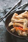 在韩语的开胃菜芦笋陶瓷板材部份迷离的 免版税图库摄影