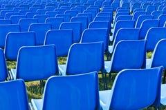 在音乐会之前的椅子 库存照片