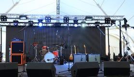 在音乐会前的一个空的阶段 免版税库存照片