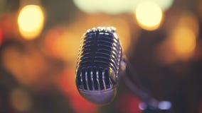 在音乐会场面的声音话筒 免版税库存照片