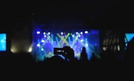 在音乐会的人录音 免版税库存照片