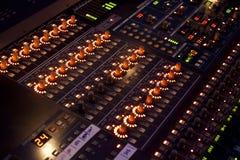 在音乐会的混音器 免版税库存图片