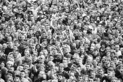 在音乐会的赞许的人群 图库摄影