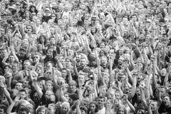 在音乐会的赞许的人群 免版税库存照片