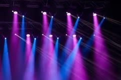 在音乐会的阶段光 库存图片