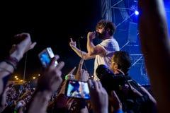在音乐会的驹带在Dcode节日 库存图片