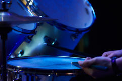 在音乐会的鼓成套工具 免版税库存照片