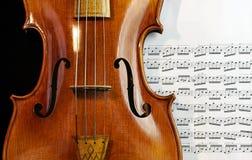 在音乐纸张的古色古香的中提琴 库存照片