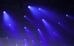 在音乐节的反射器光 库存图片