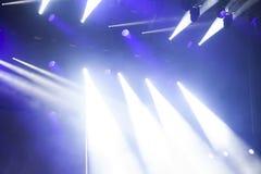 在音乐节的反射器光 免版税库存照片