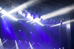 在音乐节的反射器光 图库摄影