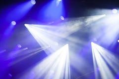 在音乐节的反射器光 免版税库存图片