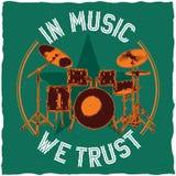 在音乐题材T恤杉标签设计的鼓 免版税库存照片