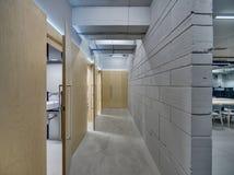 在顶楼样式的走廊 免版税库存图片