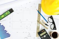 在顶视图的工程学书桌 免版税库存照片