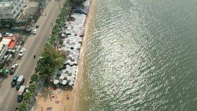 在顶视图的芭达亚海滩从小山 录影 提供全景的观点在小山顶风景监视点,普遍在 影视素材