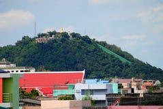 在顶面小山的寺庙 库存照片