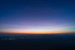 在顶面山的日出与星 免版税库存图片