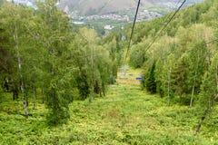 在顶面山的驾空滑车对俄国储备Stolby自然圣所 在克拉斯诺亚尔斯克附近 库存图片