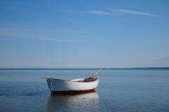 在顽童海湾的小船 库存图片