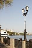 在顿河特写镜头的江边的街灯 图库摄影