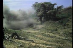 在领域开枪的下来两位战士 影视素材