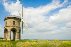 在领域的一台老石风车 免版税图库摄影