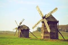在领域的两台古老风车 免版税库存图片