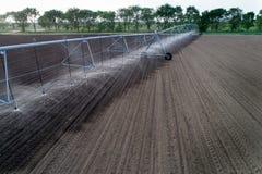 在领域的中心枢轴灌溉系统 免版税图库摄影