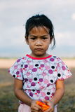 在领域的亚洲小女孩画象,逗人喜爱的当地亚裔女孩 库存图片
