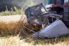 在领域的农业机器 免版税库存照片