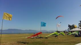 在领域的悬挂式滑翔机 库存图片