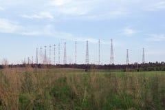 在领域的无线电铁塔 库存照片