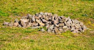在领域的石头 免版税库存图片