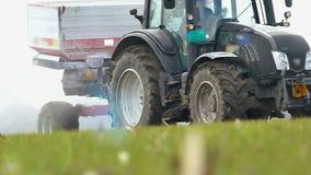 在领域的肥料在麦子下 影视素材