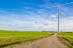 在领域的风轮机在白俄罗斯 库存照片