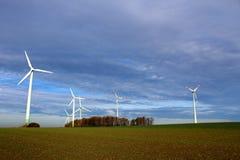 在领域的风轮机 免版税库存照片