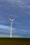 在领域的风轮机 免版税库存图片