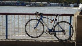 在题材河的停放的自行车 免版税图库摄影