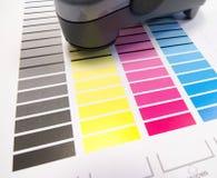 在颜色图表的分光仪 免版税库存照片