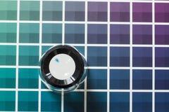 在颜色图表的放大器 免版税库存照片