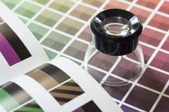 在颜色图表的放大器 免版税库存图片