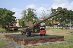 在颜色的美国122 mm枪,越南 库存图片