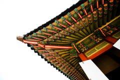 在颜色的韩国寺庙建筑学 免版税库存照片