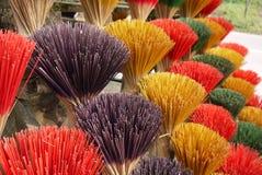 在颜色的香火棍子,越南 免版税库存照片