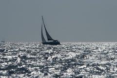 在风大浪急的海面的风船 库存图片