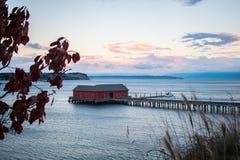 在风平浪静的安静的码头 免版税库存图片