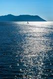 在风平浪静的航行游艇 库存图片