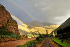 在风景的两条彩虹 免版税库存图片