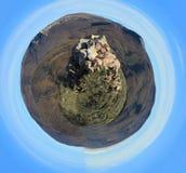 在风景的石岩石塔 球状的全景 库存照片